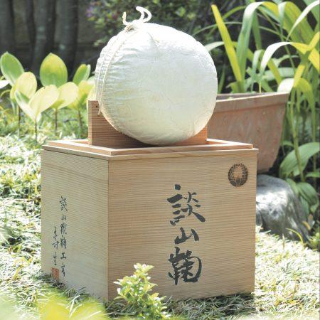 古代の球技?奈良の心を白い鞠に込めた談山神社「けまり祭」