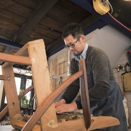 """椅子に新たなる息を吹き込む椅子張り職人の""""ものづくり""""とは何か"""