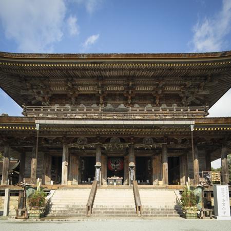吉野山の入口であり、日本の伝統を象徴する場所、金峯山寺。