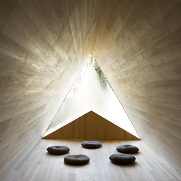 世界初!Airbnbが建てた泊まれる「吉野杉の家」